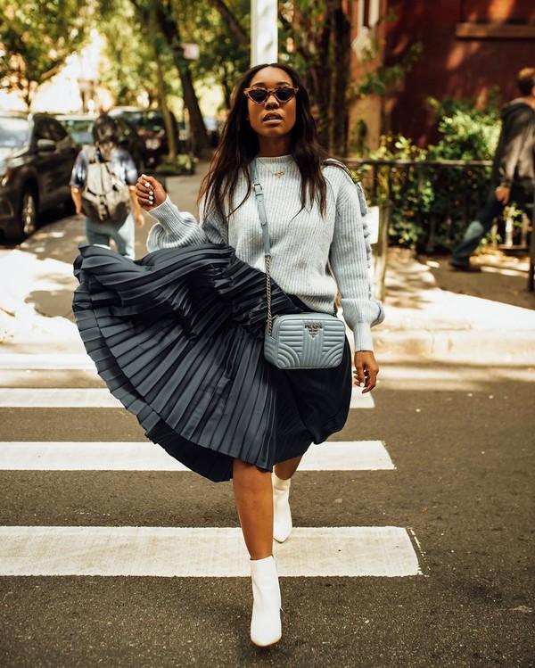 skirt pleated skirt black skirt midi skirt ankle boots white boots crossbody bag grey sweater