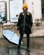 shoes,combat boots,black boots,skinny jeans,black jacket,leather jacket,denim shirt,beanie,umbrella,black bag