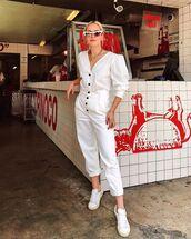 pants,high waisted pants,white pants,white sneakers,h&m,white blouse,sunglasses