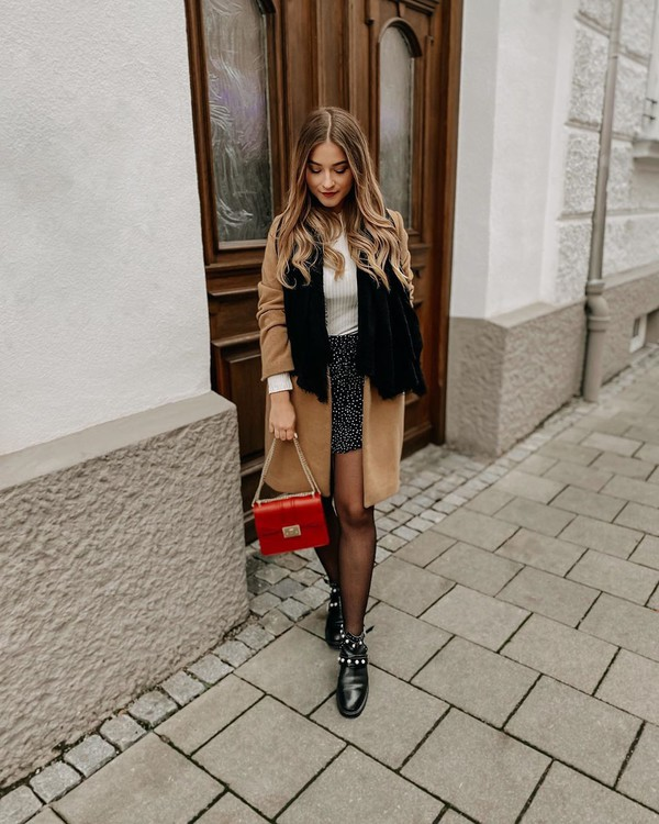 bag red bag ankle boots black boots tights mini skirt white top coat scarf