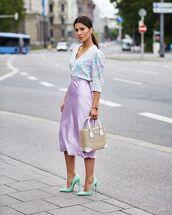 top,blouse,floral,satin,midi skirt,lilac,handbag,pumps