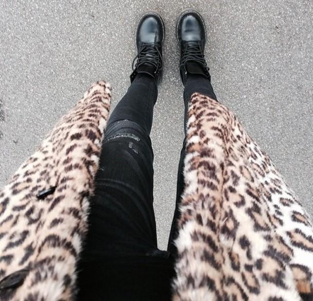 coat dr marten boots black leopard print leoprint long coat pants jeans black jeans style shoes fur leopard print winter coat leopard pattern fall outfits DrMartens nice fashion