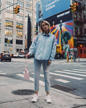 top,denim shirt,white sneakers,jeans,handbag,casual,streetwear,streetstyle