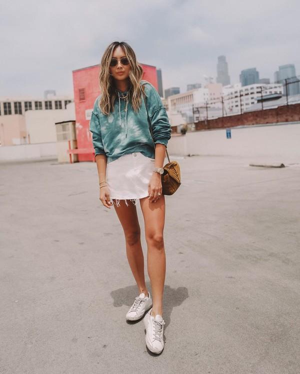 sweater hoodie white skirt mini skirt white sneakers brown bag