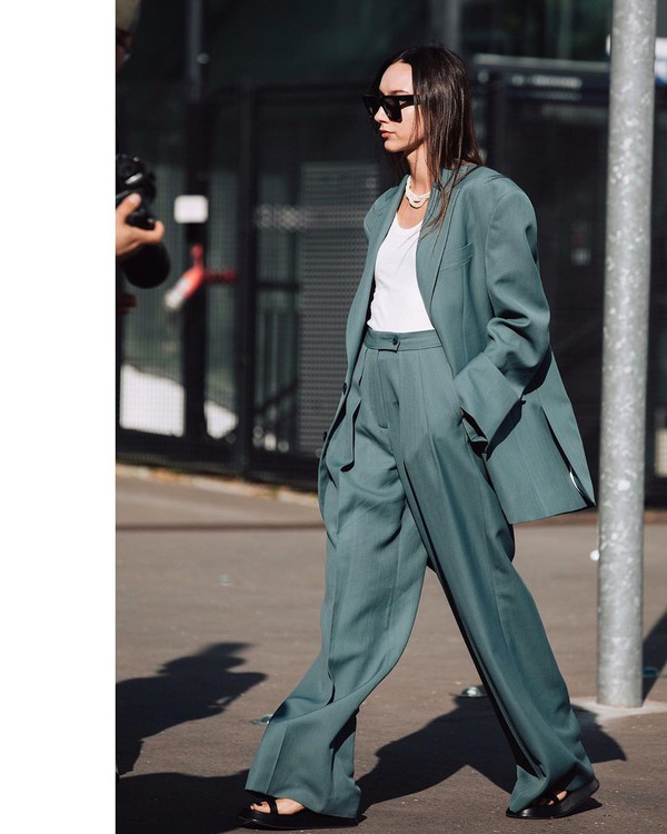 pants high waisted pants pleated wide-leg pants oversized blazer black sandals white top