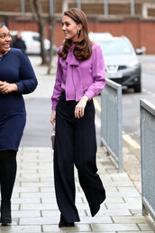 top,kate middleton,celebrity,pants,blouse,purple
