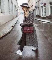 coat,long coat,black and white,houndstooth,white sneakers,black pants,crossbody bag,hat,black sweater