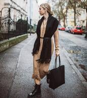 sweater,cardigan,beige,long cardigan,black boots,ankle boots,lace up boots,scarf,black belt,black bag,shoulder bag