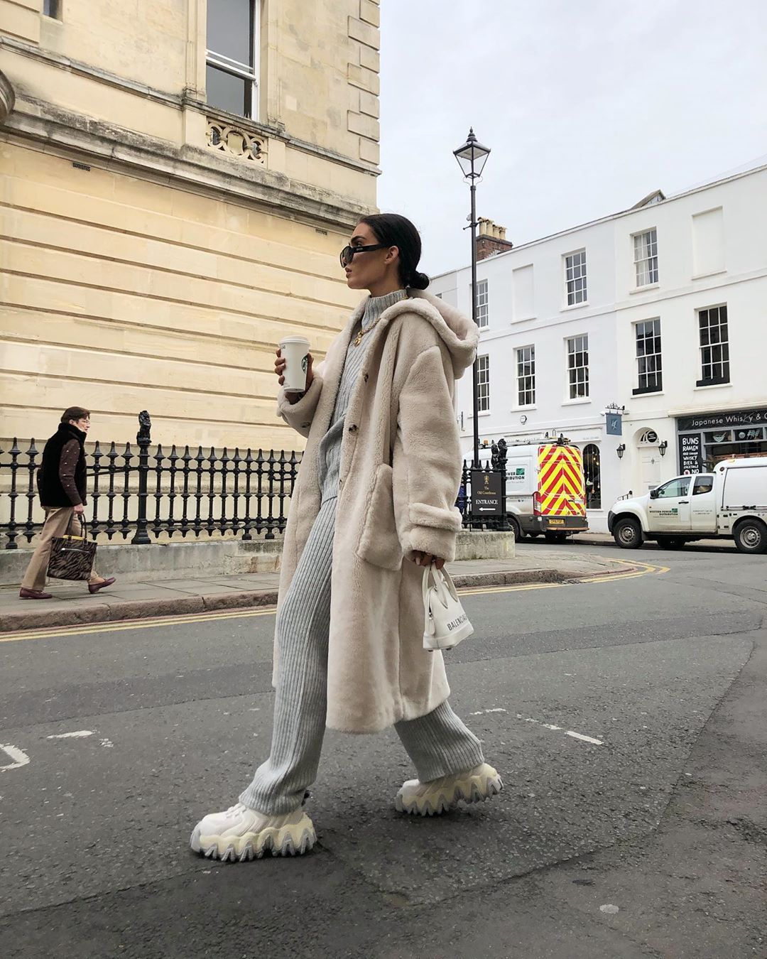 shoes sneakers knitwear grey pants turtleneck sweater faux fur coat h&m white bag