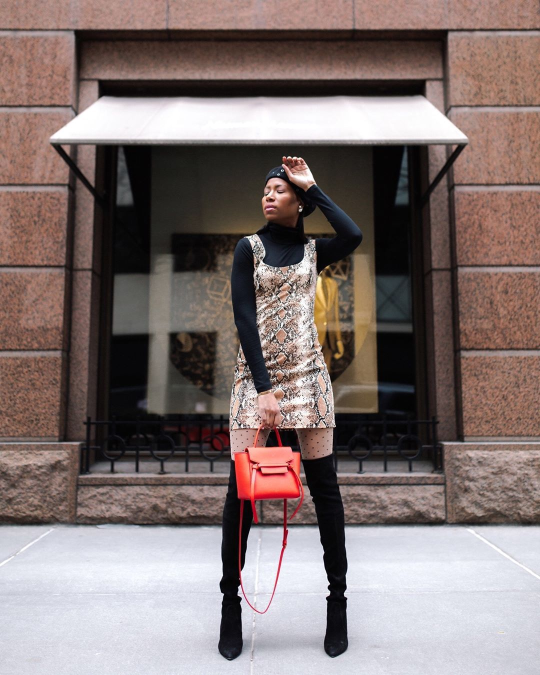 dress mini skirt snake print black boots knee high boots tights black turtleneck top bag beret