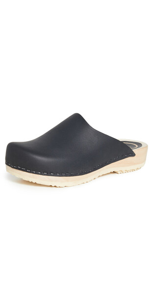No.6 Contour Clogs On Flat Base in black