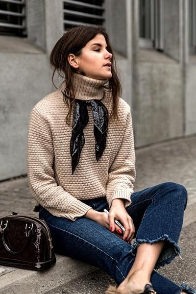 lefashion blogger scarf sweater jeans