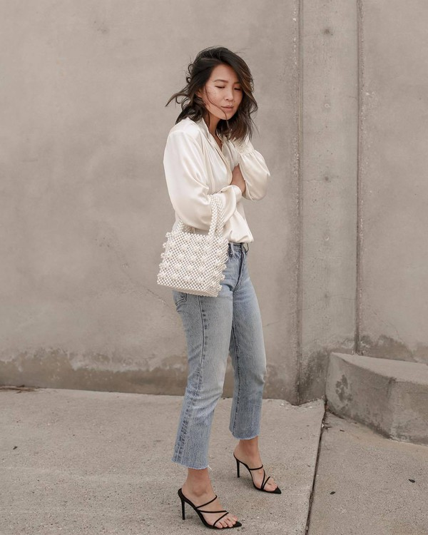 bag white bag beaded handbag black sandals levi's high waisted jeans cropped jeans straight jeans white blouse