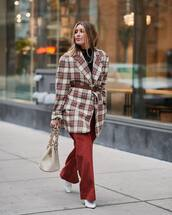 pants,wide-leg pants,white boots,heel boots,shoulder bag,white bag,plaid,oversized coat,belt,black turtleneck top
