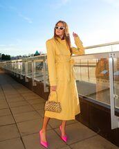 coat,long coat,yellow coat,pumps,handbag,leopard print