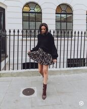 skirt,mini skirt,floral skirt,black sweater,lace up boots