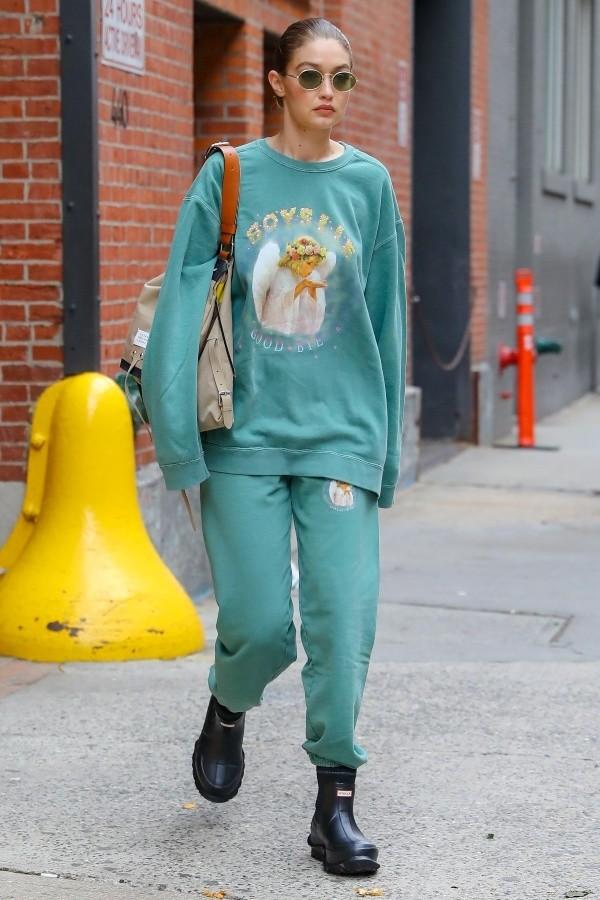 sweater sweatshirt sweatpants gigi hadid model off-duty casual