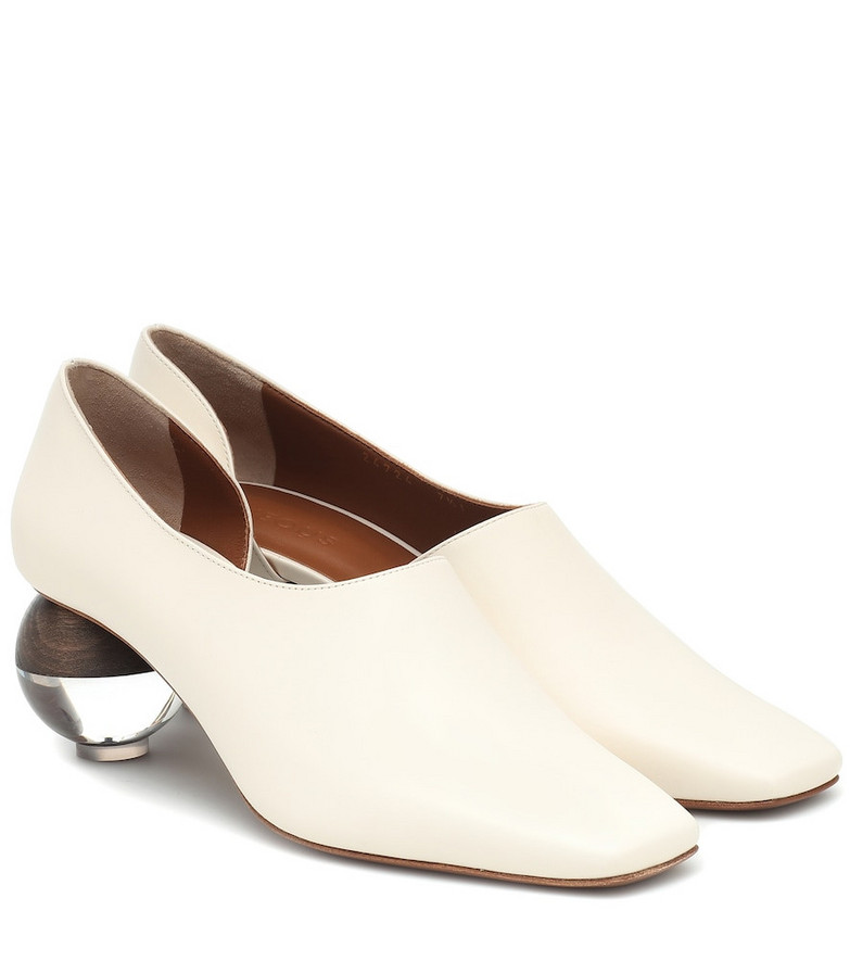 Neous Orchus leather pumps in white