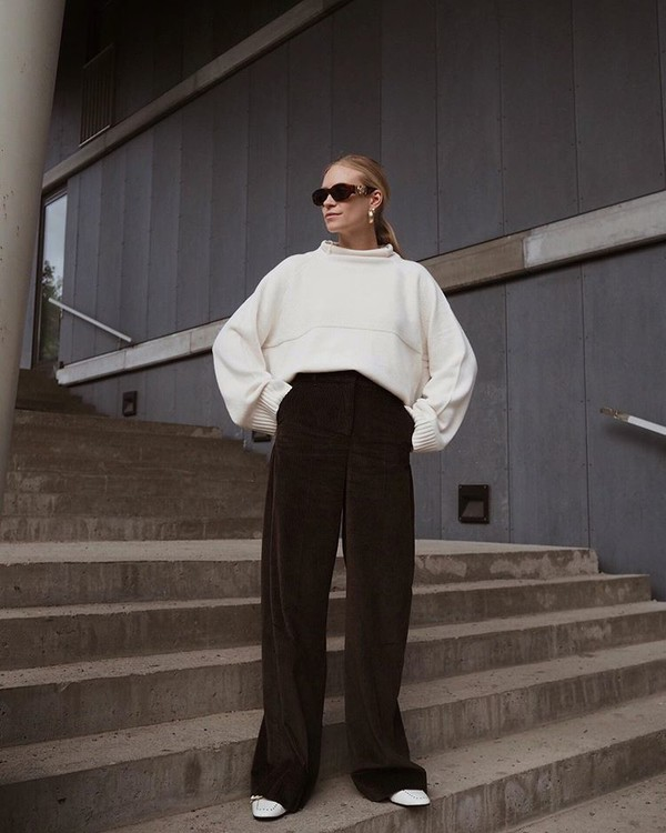 pants wide-leg pants high waisted pants white shoes white sweater oversized sweater