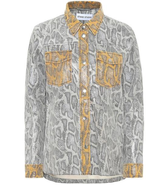 Stand Studio Mazal snake-effect leather shirt in grey