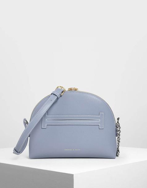 Chain Strap Crossbody Bag in blue