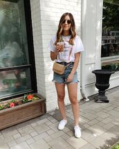 shorts,denim shorts,High waisted shorts,white t-shirt,white sneakers,belt bag