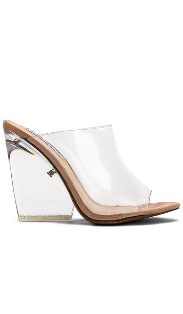 Steve Madden Evolve Wedge in White