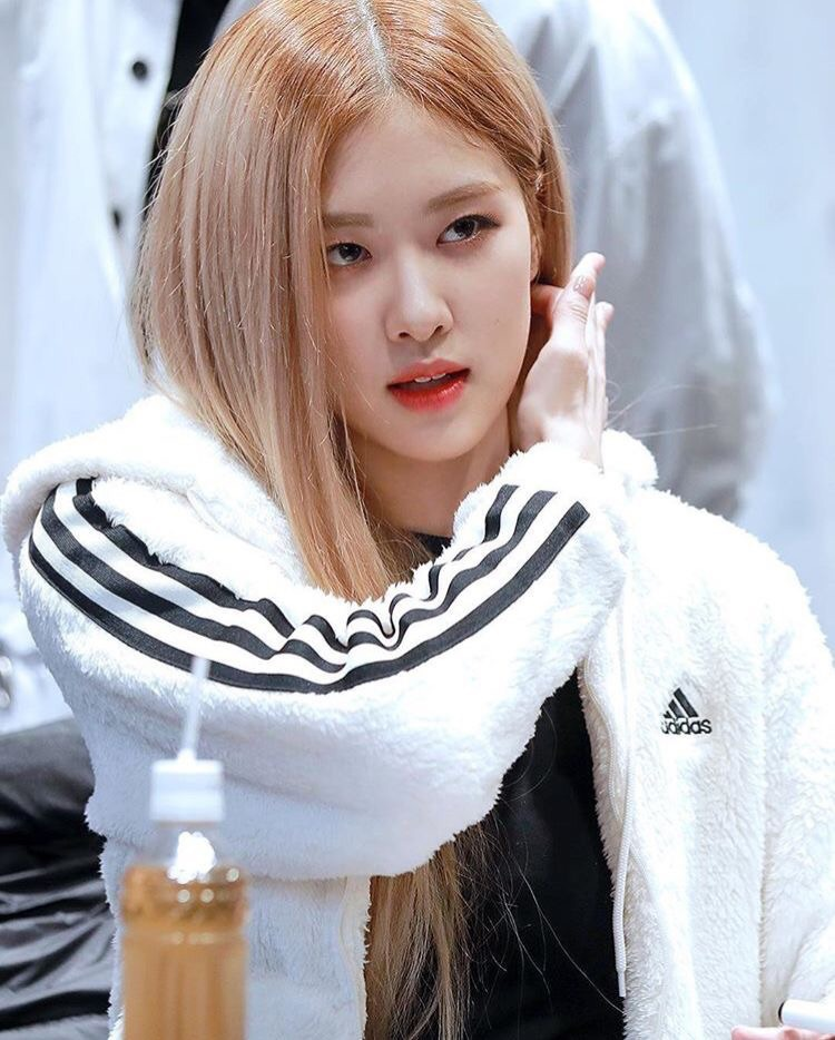 jacket its a white fleece adidas jacket worn by rose from blackpink