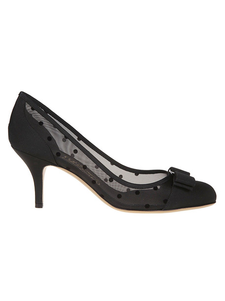 Salvatore Ferragamo Vara Bow Pumps in nero