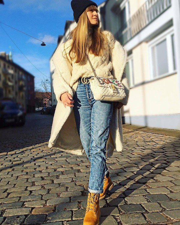 bag white bag timberlands denim straight jeans teddy bear coat white coat white sweater cable knit gucci belt knit hat