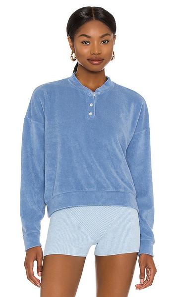 DONNI. DONNI. Terry Henley Sweatshirt in Blue in denim / denim