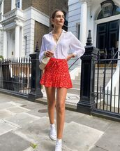 skirt,mini skirt,floral skirt,red skirt,white sneakers,white shirt,crossbody bag