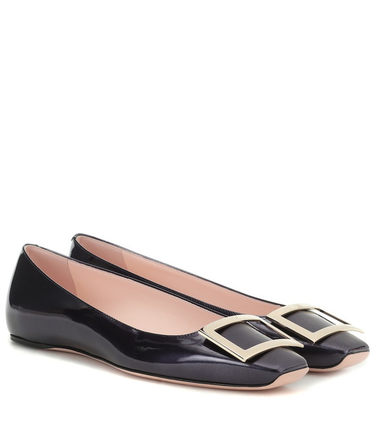 Roger Vivier Trompette patent leather ballerinas in black