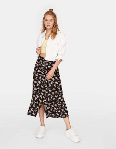 Stradivarius Printed Crepe Skirt In Black