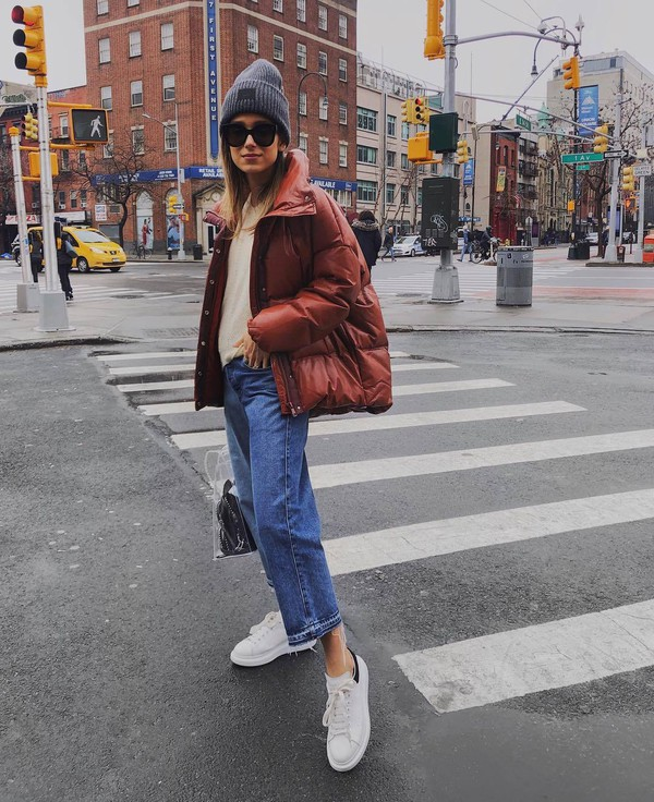 jacket puffer jacket leather jacket white sneakers boyfriend jeans cropped jeans pvc handbag sweater beanie