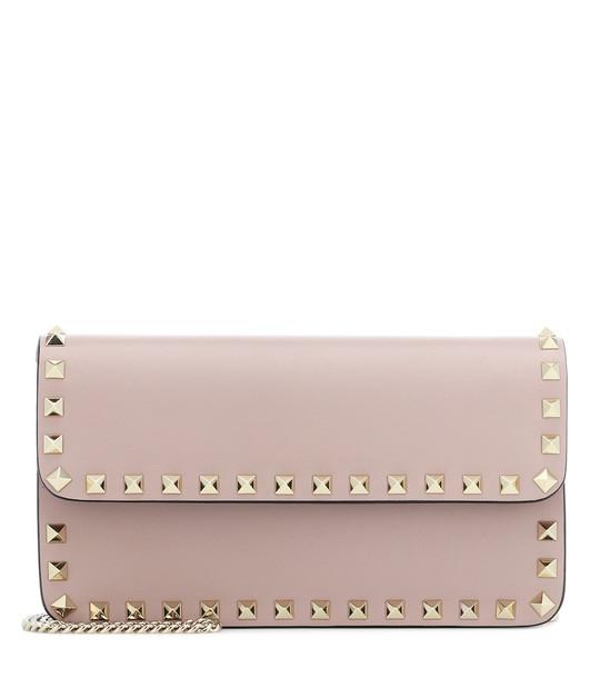 Valentino Garavani Rockstud leather clutch in pink