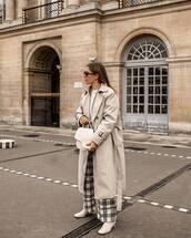 coat,trench coat,zara,white boots,wide-leg pants,plaid,black and white,white bag,white t-shirt