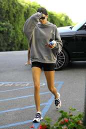 sweater,sweatshirt,hoodie,kendall jenner,kardashians,model off-duty