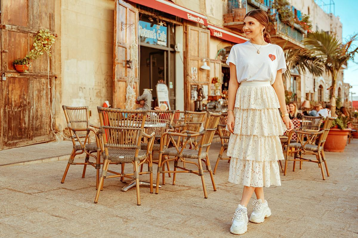 the mysterious girl blogger t-shirt skirt shoes jewels
