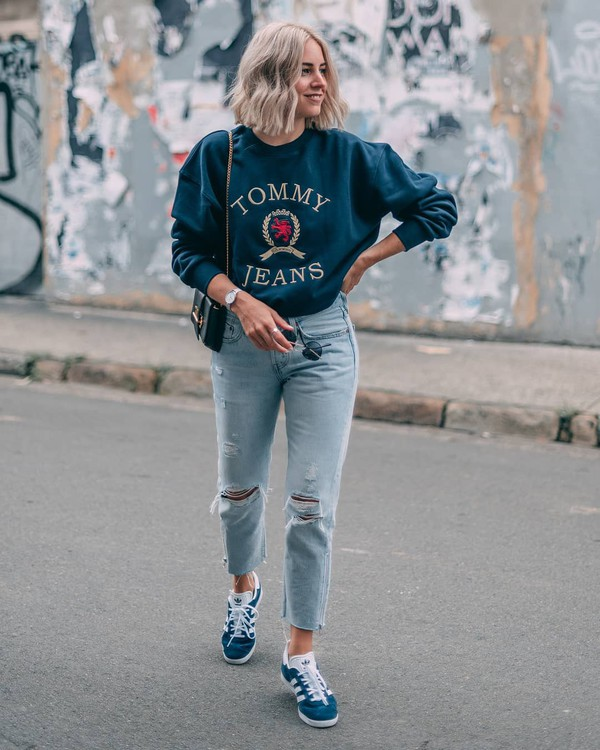 top sweatshirt sneakers adidas cropped jeans ripped jeans levi's black bag
