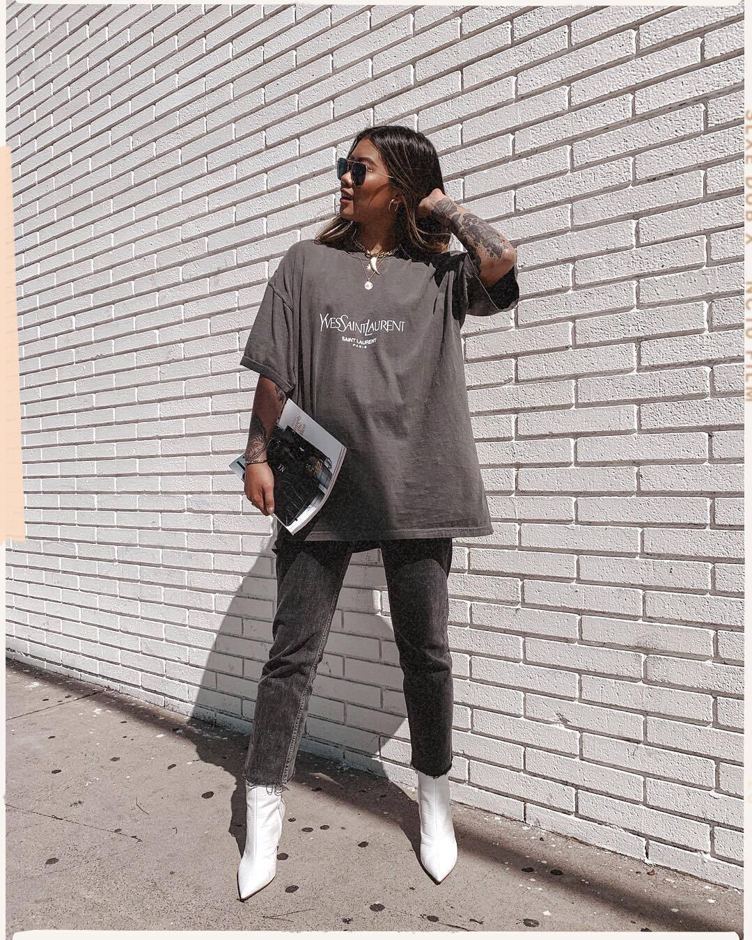 top grey t-shirt oversized skinny jeans cropped jeans white boots ankle boots