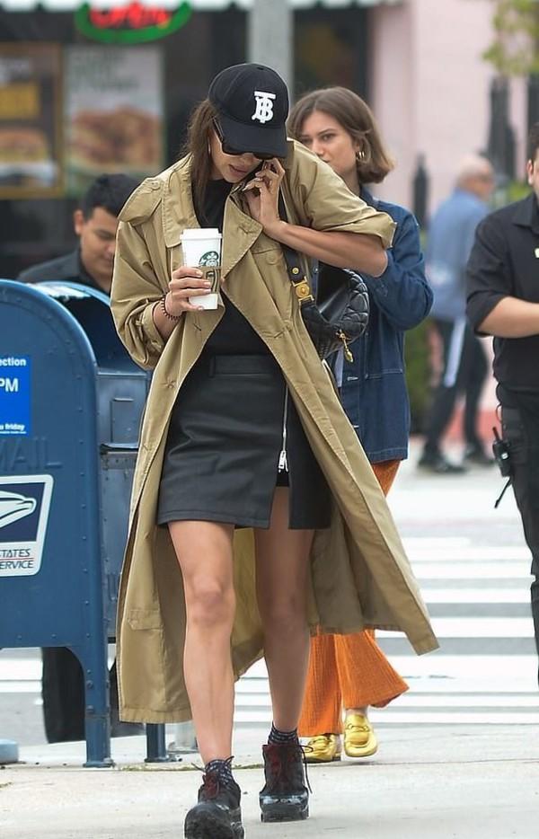 skirt mini skirt black irina shayk celebrity streetstyle