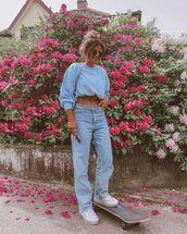 jeans,boyfriend jeans,sneakers,sweatshirt,casual