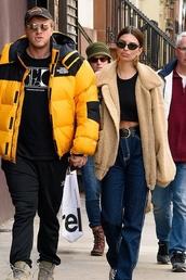 top,emily ratajkowski,model off-duty,celebrity,streetstyle,oversized,jacket,pants,jeans,denim