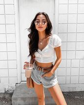 top,white top,crop tops,High waisted shorts,denim shorts,belt,shoulder bag
