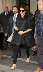 coat,meghan markle,celebrity,fall outfits,cape,cape coat,all black everything