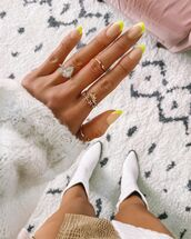 shoes,white boots,ring,nails,white sweater
