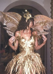 dress,kendall jenner,halloween costume,gold,gold sequins,feathers,pretty,gold dress