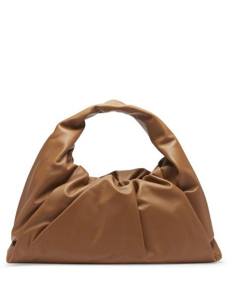 Bottega Veneta - The Shoulder Pouch Large Leather Bag - Womens - Tan