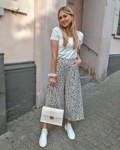 pants,cropped pants,wide-leg pants,white sneakers,white bag,white t-shirt